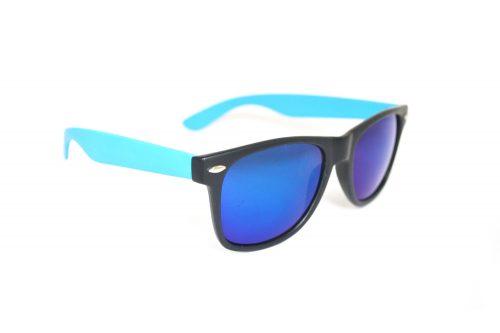 Wayfarer-Party-Matzwart-Blauw-zonnebril-met-blauwe-UV-protectie-spiegelglazen-matzwart-montuur-blauwe-brilpootjes-rechteraanzicht